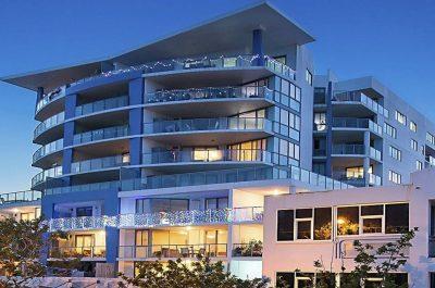 Scarborough_beach_resort_moreton_bay_region_Front_View_of_Resort_Nightfall.jpg